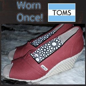 Like New! TOMS Wedges!👠